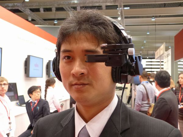 Fujitsu-Laser-Headset-glasses-display1
